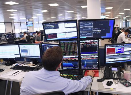 epa04897245 A trader at IG Group Holding looks at computer screens in central London, Britain, 25 August 2015. European shares rebounded after a massive sell off just one day earlier lead to billions being wiped off the region's stocks amid worries about the outlook for China's economy. Stocks in London rose 2.6 per cent.  EPA/FACUNDO ARRIZABALAGA