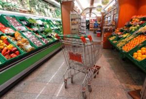 ++ Inflazione: carrello spesa dicembre in deflazione ++