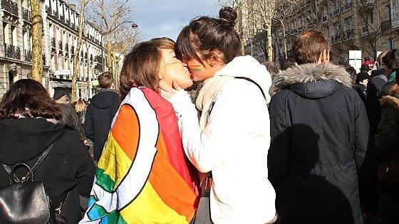 gay bacio