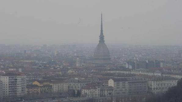 Questa immagine ha l'attributo alt vuoto; il nome del file è torino-inquinamento.jpg
