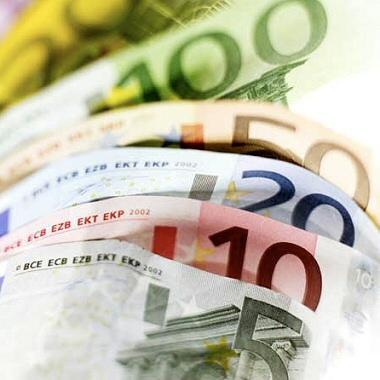 Questa immagine ha l'attributo alt vuoto; il nome del file è euro-soldi-tasse.jpg