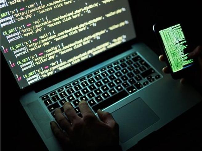 Questa immagine ha l'attributo alt vuoto; il nome del file è hacker.jpg