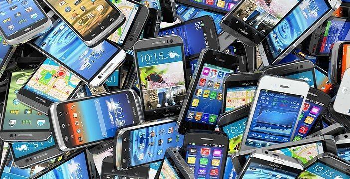 Questa immagine ha l'attributo alt vuoto; il nome del file è smartphone-mercato.jpg