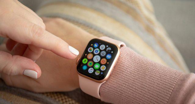 Questa immagine ha l'attributo alt vuoto; il nome del file è apple-watch.jpg