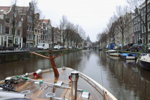 Questa immagine ha l'attributo alt vuoto; il nome del file è amsterdam-scaled.jpg