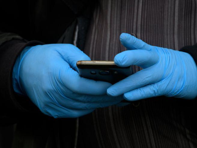 Questa immagine ha l'attributo alt vuoto; il nome del file è app-coronavirus.jpg