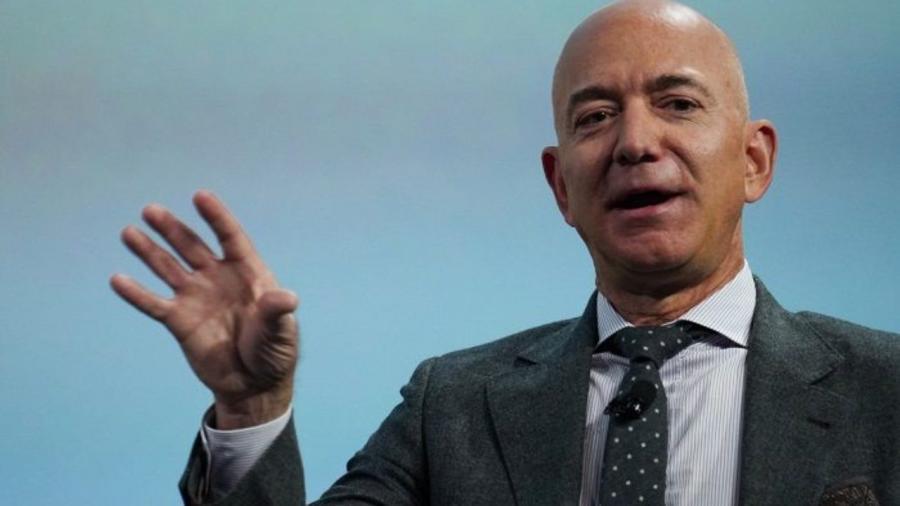 Questa immagine ha l'attributo alt vuoto; il nome del file è Jeff-Bezos.jpeg