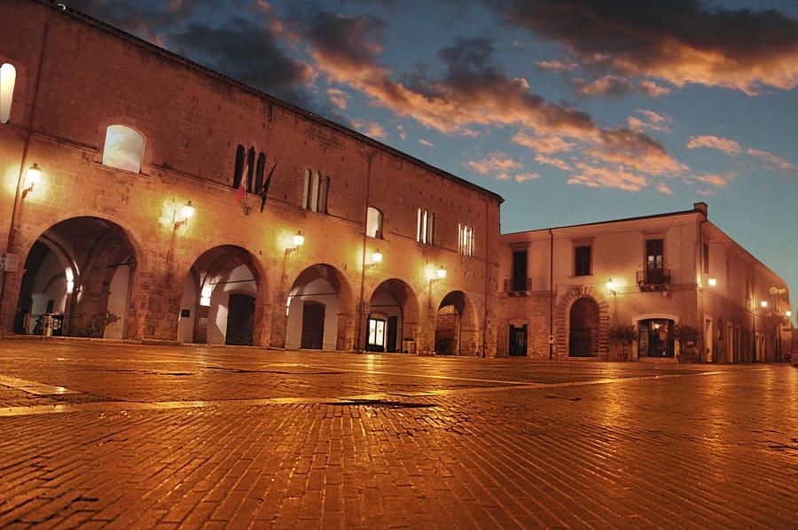 Questa immagine ha l'attributo alt vuoto; il nome del file è Campli-Palazzi-civici-Palazzo-Farnese.jpg
