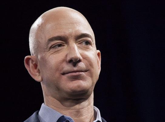 Questa immagine ha l'attributo alt vuoto; il nome del file è Jeff-Bezos.jpg