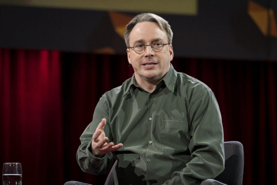 Questa immagine ha l'attributo alt vuoto; il nome del file è Linus-Torvalds.jpg