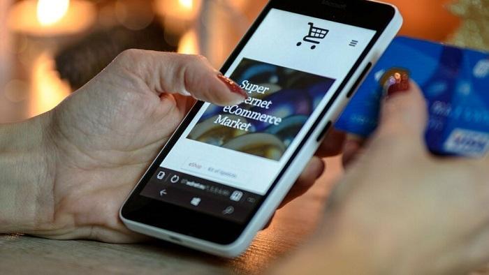 Questa immagine ha l'attributo alt vuoto; il nome del file è Shopping-online.jpg