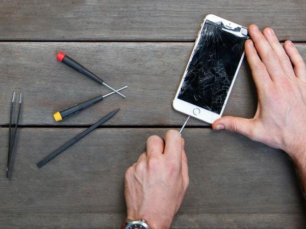 Questa immagine ha l'attributo alt vuoto; il nome del file è riparare-iphone.jpg