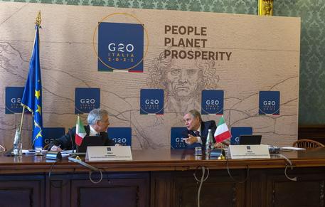 Questa immagine ha l'attributo alt vuoto; il nome del file è G20.jpg